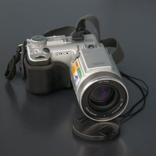 DSC-F717